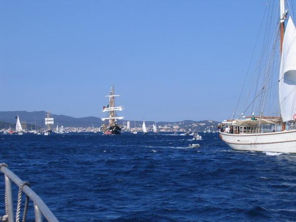 Départ des voiliers de Toulon pour la parade. 070727111550917083