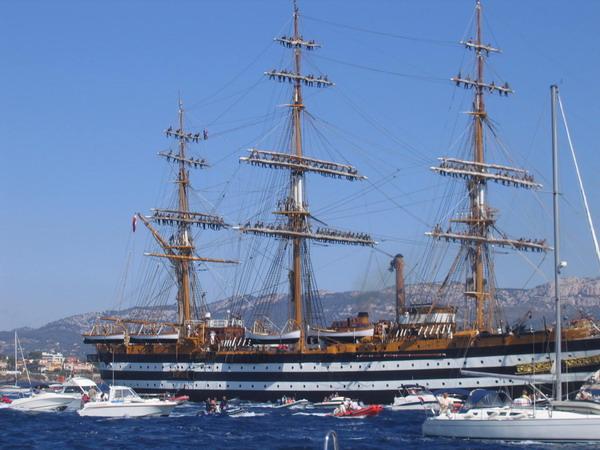 Départ des voiliers de Toulon pour la parade. - Page 2 0708150603391017023