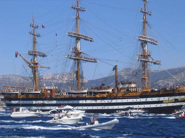 Départ des voiliers de Toulon pour la parade. - Page 2 0708150604221017030