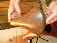 Nouvelles selles cuir et bagagerie superbe.... pour Bromie. Mini_071003114008142181291362