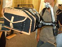 Nouvelles selles cuir et bagagerie superbe.... pour Bromie. Mini_071003124911142181291498