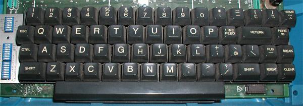 Les Vi Keys - ou le HJKL et les déplacements dans les roguelikes Lsi-adm3a-full-keyboard