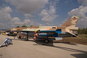 لاول مرة (القواعد الحربية الاسرائيلية) F16D_074_thumb