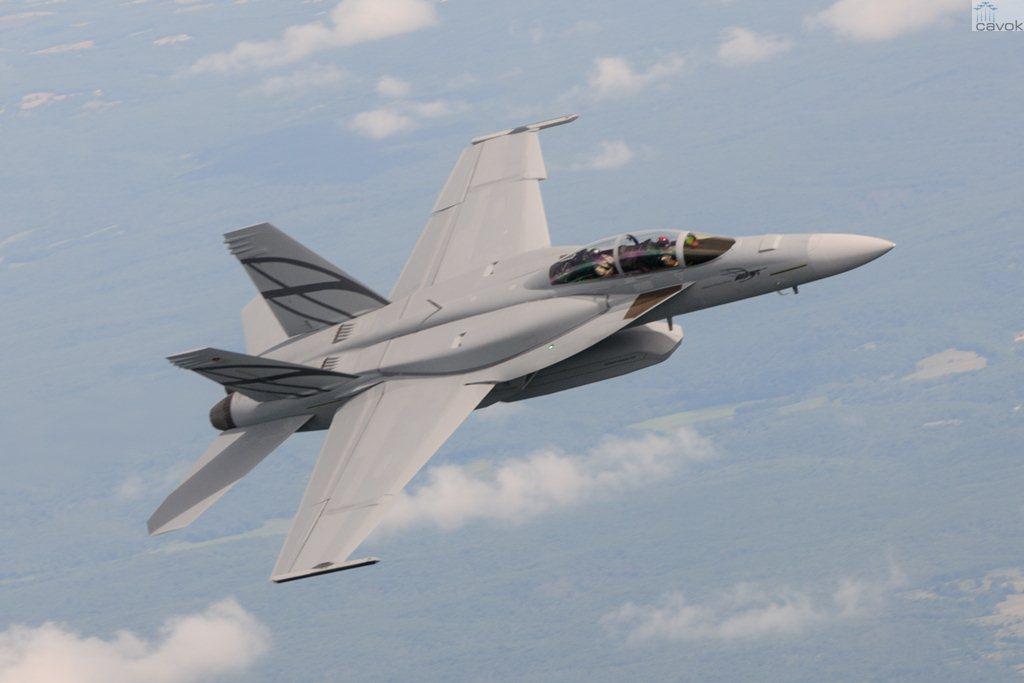 Boeing F/A-18E/F Super Hornet  (caza polivalente con capacidad para operar desde portaaviones)  - Página 4 MSF13-0082-071