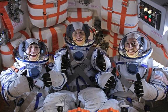 Mike Massimino dans The Big Bang Theory Aszn7edcmaagf-x