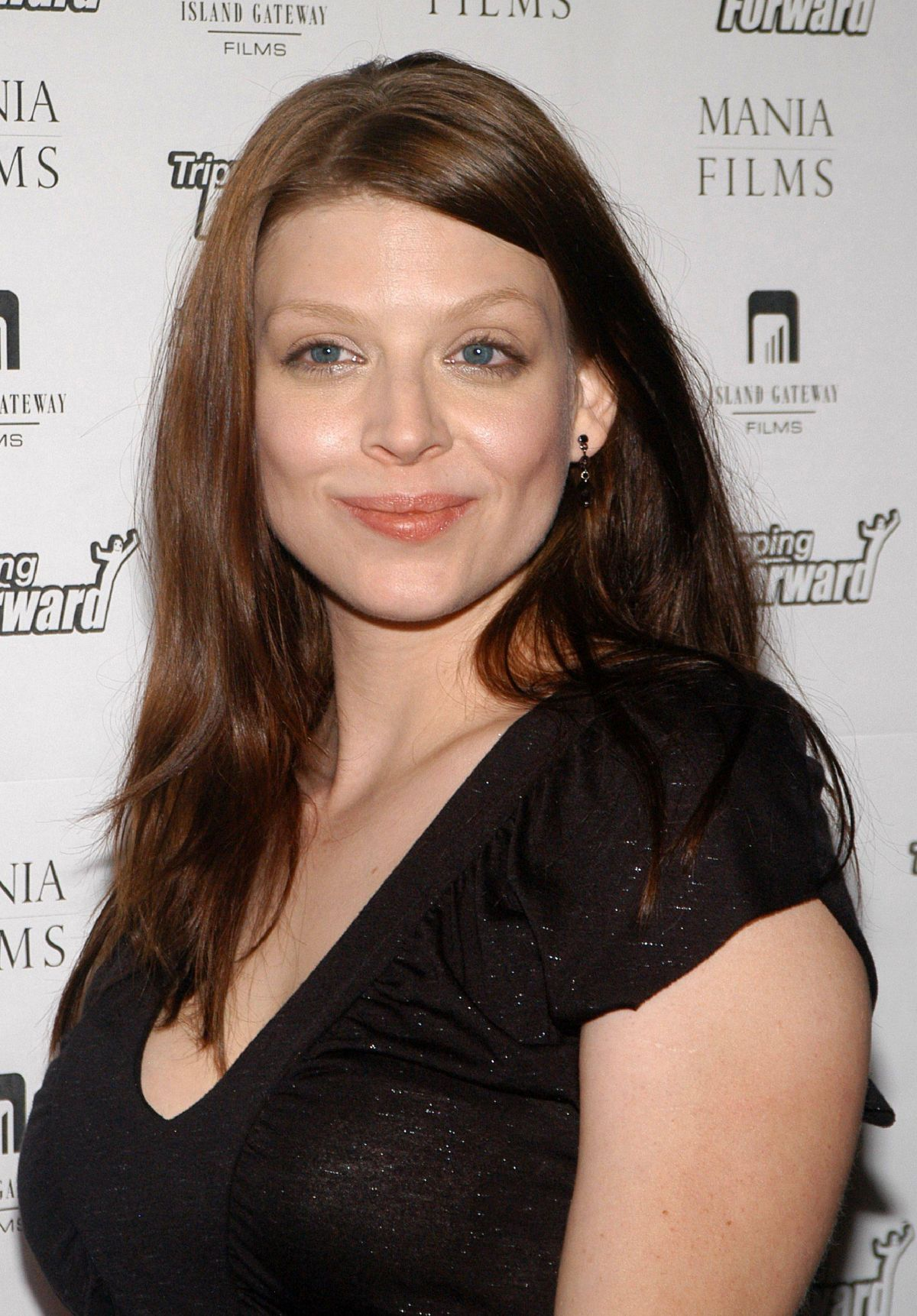 ¿Cuánto mide Amber Benson? - Real height Amber-benson-at-tripping-forward-premiere-in-beverly-hills_3