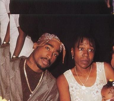 صور للمغني الراب الراحل الرائع توباك شكور Tupac-3