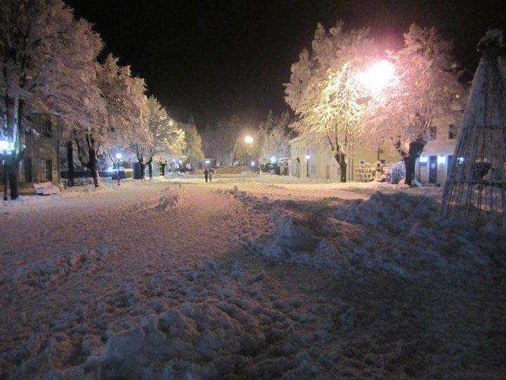 Obucite osobu iznad Dvorski-trg-jedne-zimske-noci