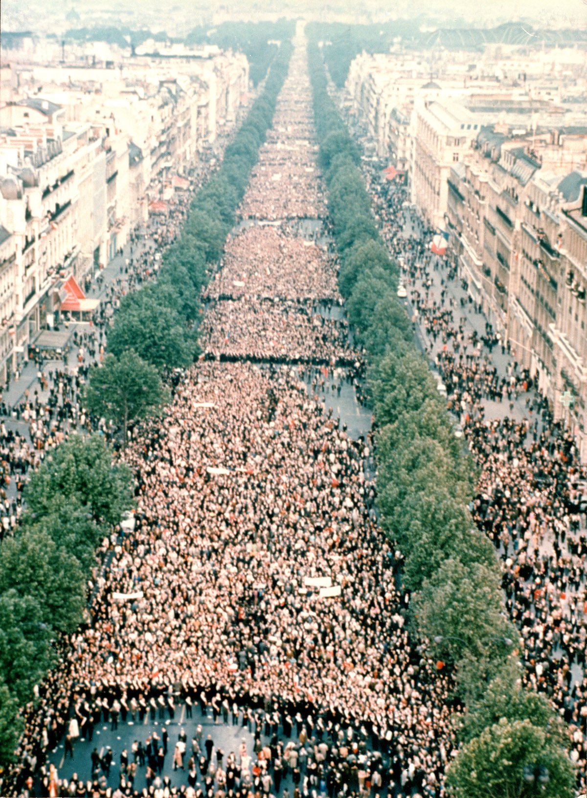 LES LUTTES EN FRANCE vers la restructuration politique (Gilets jaunes) : les débats continués 17 déc.- mars 2019 A_30_mai_1968