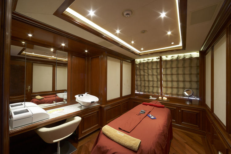 PARADISE ´VIP Superyacht%20TITANIA%20-%20%20Second%20Massage%20Room