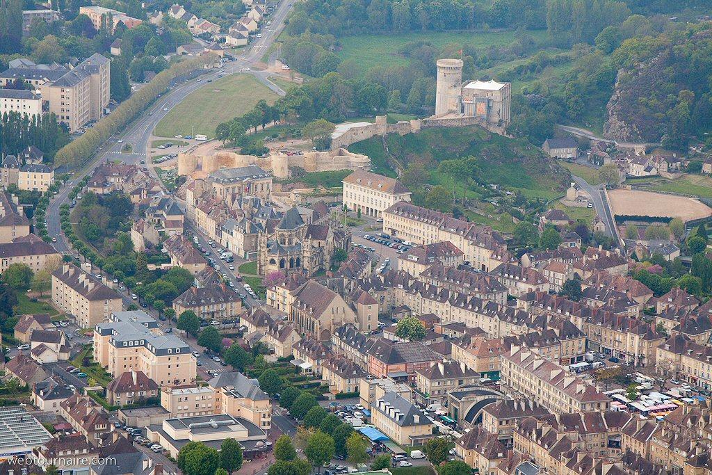Par ordre alphabétique, des villes et des villages . Chateau-de-falaise-14_j