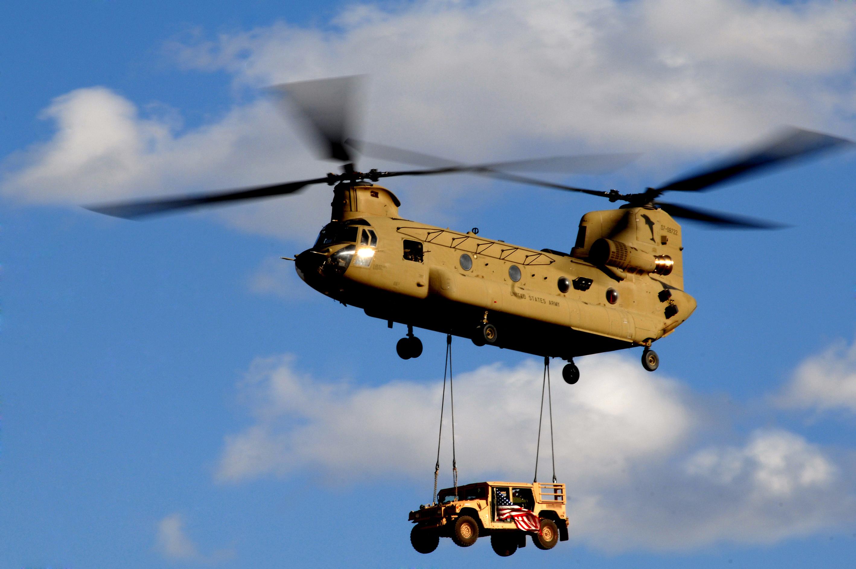 المسترال المصرية...تغييرات في العقيدة و السلاح - الجزء الاول CH-47F_Chinook_Helicopter_07-08722_Sling_Load_Master
