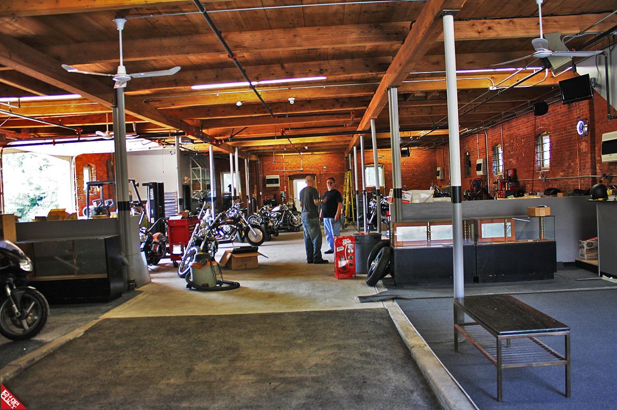 Les garages, les pièces mécaniques d'ici et d'ailleur.... - Page 32 Barnstorm_Cycles_Mass_USA_01
