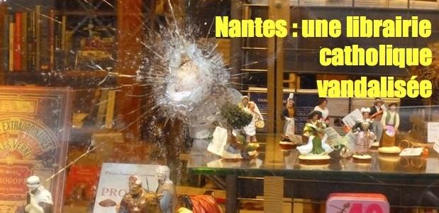 Nantes: librairie catholique vandalisée Dobre-vitrine-2-619x300