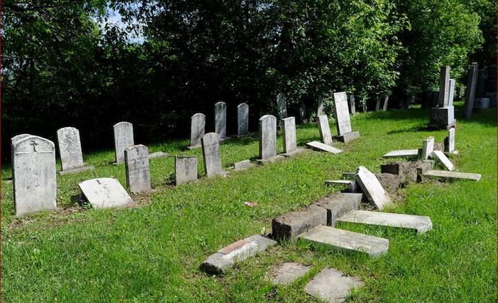 Le respect dû aux morts se perd au Québec et ailleurs dans le monde... 1quebec-cimetiere-saint-charles