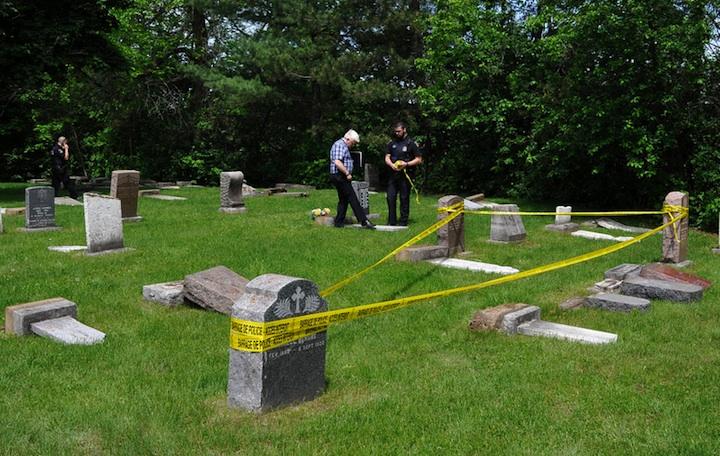 Profanation au salon funéraire et dans les cimetières au Québec 3quebec-cimetiere-saint-charles