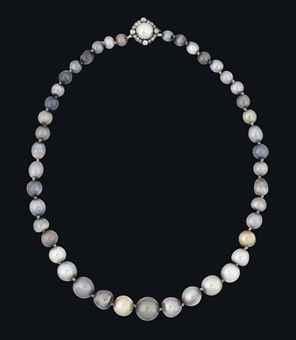 Casa Real de España - Página 16 A_rare_19th_century_natural_coloured_pearl_necklace_d5955669h