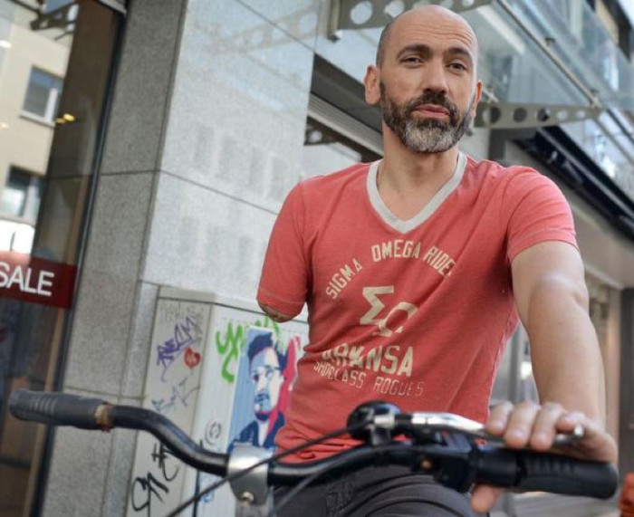 Multan a un ciclista manco por circular con un solo freno Bogdan-700x571
