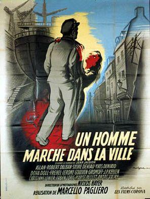 Un homme marche dans la ville Un_homme_marche_dans_la_ville01