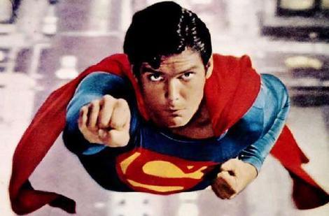 [HOT TOYS] Superman Christopher Reeve - BACKSTAGE Supermanreeve