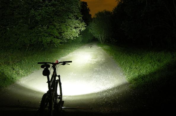 lampe Tillytec pour cycliste ? attention langage fleuri - pas pour les jeunes filles ! Eclairage_velo