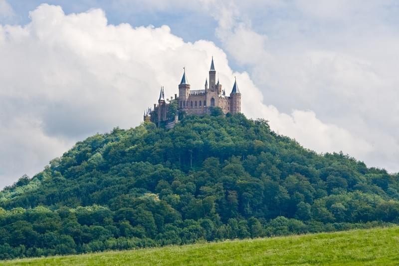 C'est de toute beauté : sites et lieux magnifiques de notre monde. Bigstock-hohenzollern-castle-in-the-bla-9252602