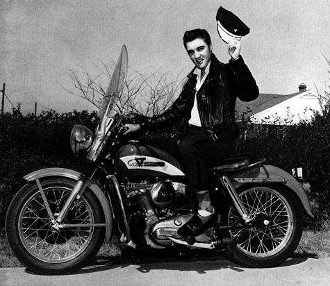Vieilles photos (pour ceux qui aiment les anciennes photos de bikers ou autre......) - Page 2 1956-elvis-presley-harley-davidson-enthusiast-magazine