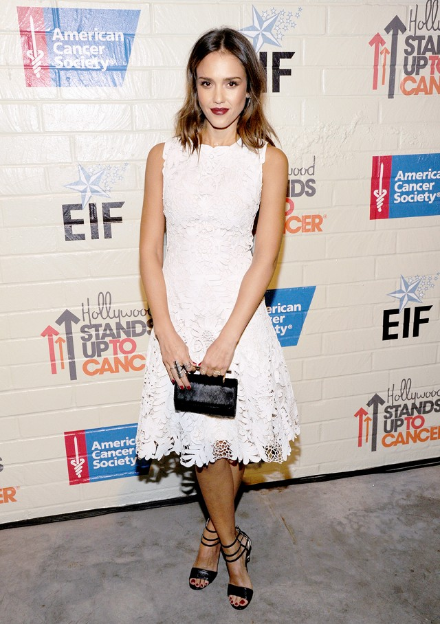 Catering de boda (Sue Storm) Jessica-alba-white-lace-dress-black-sandals-black-and-white-going-out-night-out-party-getty