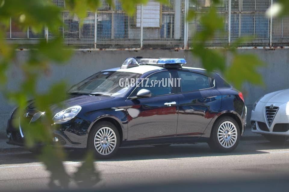 Divise andranno in SEAT - Pagina 2 Alfa-Romeo-Giulietta-Carabinieri