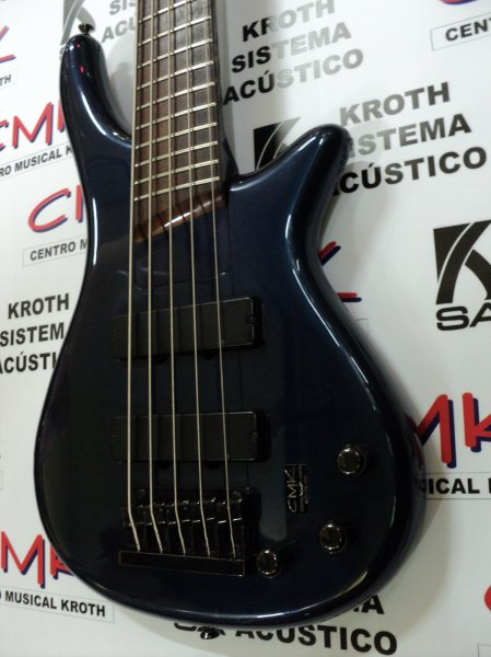 Algumas ponderações e questões pertinentes sobre o mercado de baixos no Brasil -bass-collection-usado-contra-baixo-bass-colection-com-captacao-seymour-duncan-1315832411_13402_ad1_g
