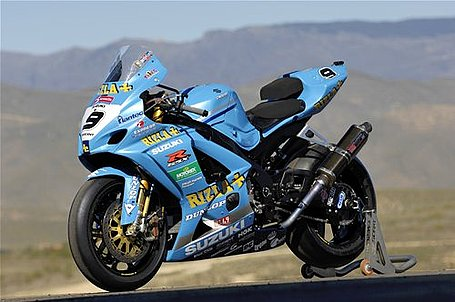 Transformação  R1 2009 para R1 Valentino Rossi 2007_Rizla_Suzuki_GSX-R1000-2