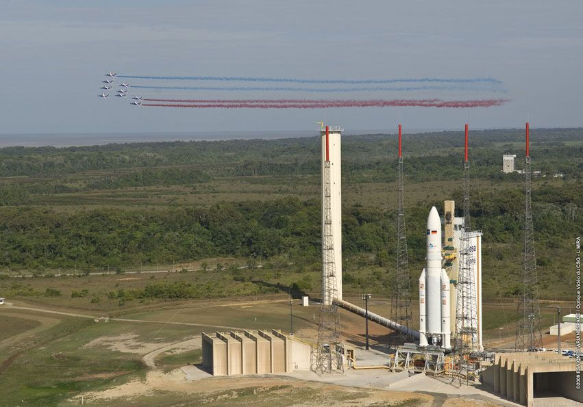 Ariane 5 ECA V191 / Amazonas 2 + COMSATBw-1 (01/10/2009) - Page 4 P7915_3e886c1b44a1ab51447eeac51decc192Patrouille_france_ZL3_163
