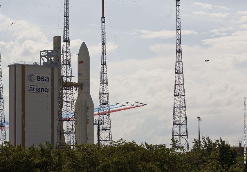 Ariane 5 ECA V191 / Amazonas 2 + COMSATBw-1 (01/10/2009) - Page 4 P7915_98d939cf1537dbcfc96989292b40b9b1Patrouille_france_ZL3_224