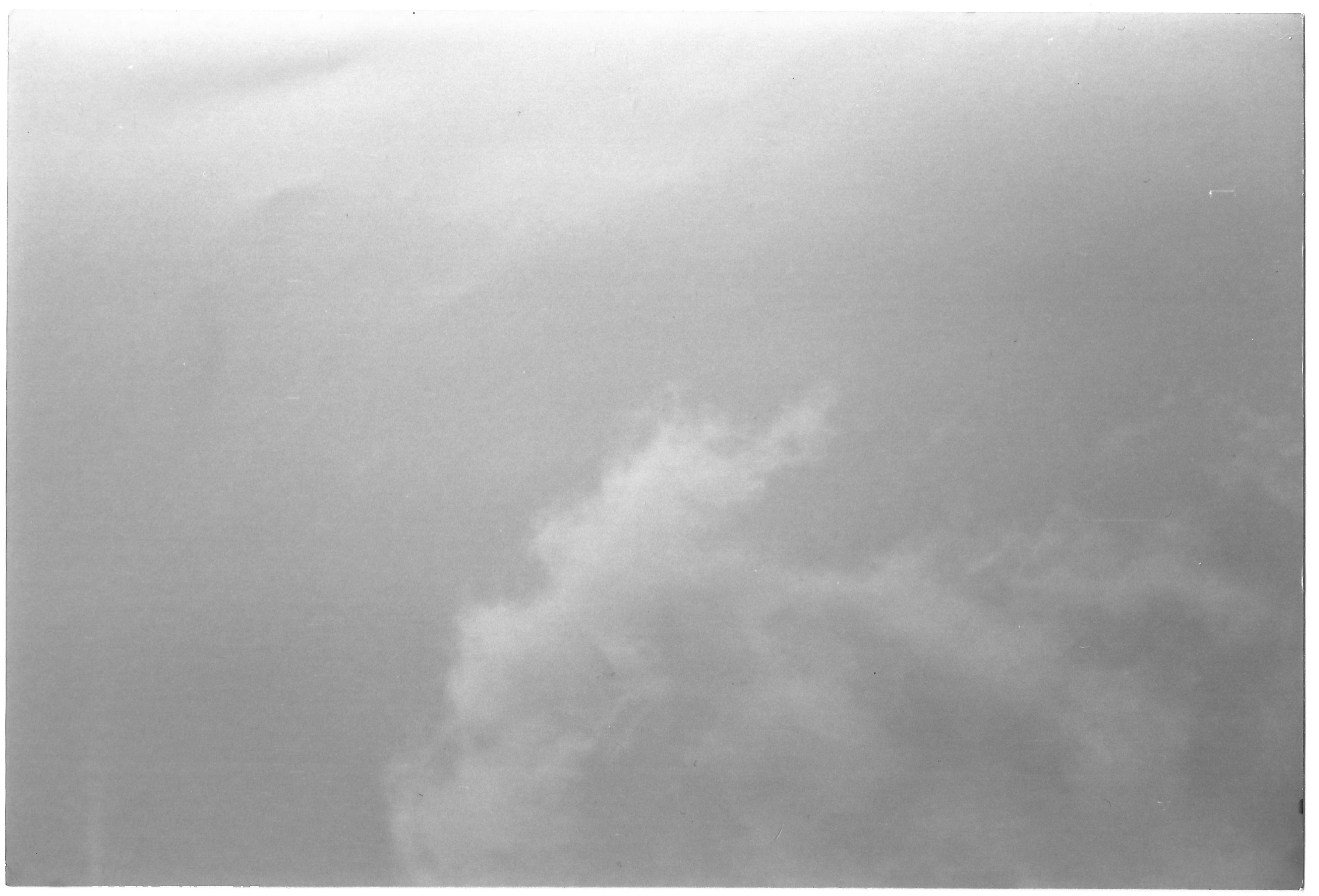 2002: le 01/08 à 20 h 30 Ovni rectangulaire volant entre Sisteron et Le Poet (04) - Page 2 SISTERON__04__01.08.2002__T-Cgei_Cm_P_O__temoin_photo
