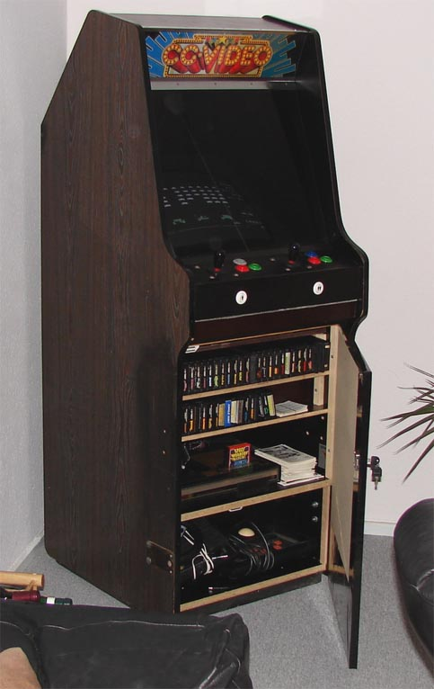 Une borne d'arcade avec un micro 8 ou 16 bits Coleco-Arcade-Big