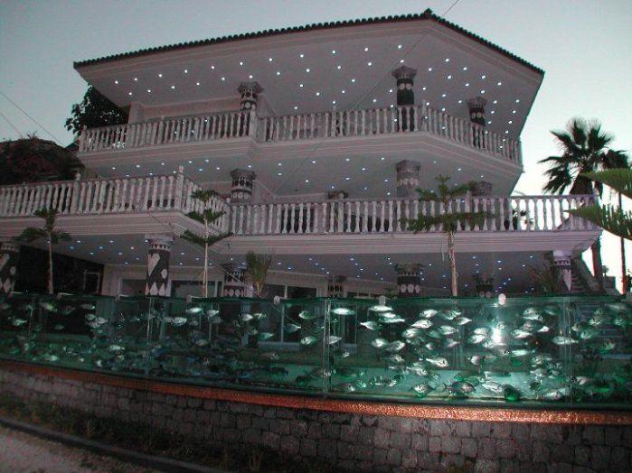 Turska Cesme-aquarium-fence2