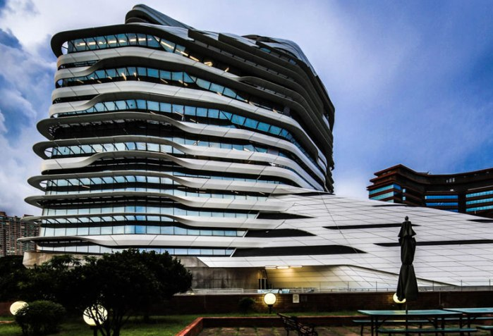 Zaha Hadid vodeći arhitekta sveta i njeni projekti Innovation-Tower-at-Hong-Kong-Polytechnic-University-by-Zaha-Hadid-Architects-s1