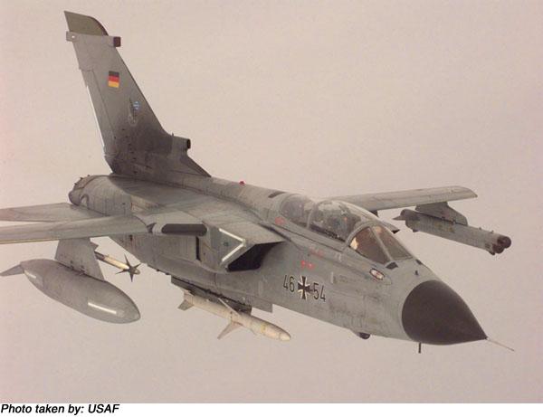 المقاتلة الاوروبية الرهيبة TORNADO المتعددة المهام من الاخر Ftornids_p_01_l