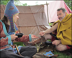 Reconstitution de tente romaine en cuir Comitatusleathertent2