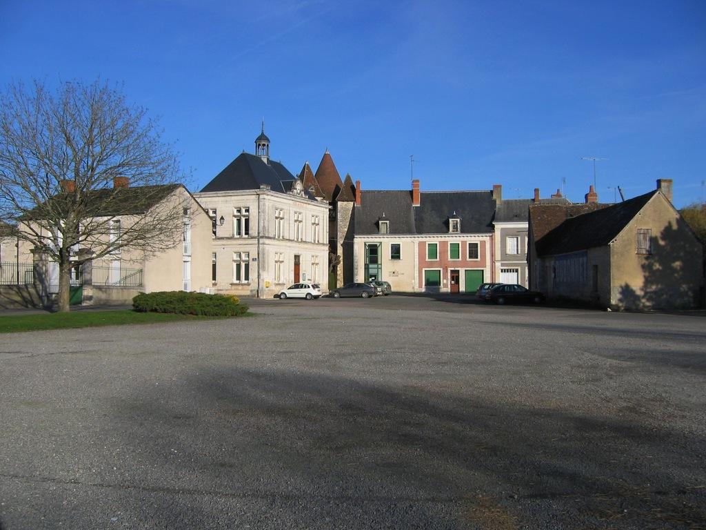 2012 : 05/01 Photo decouverte sur un forum de discussion (suite) - Page 4 Mezieres-en-Brenne_8351_Mairie-et-place-du-Marche
