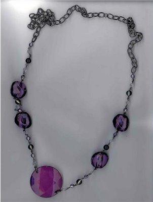 Accesorios de moda: collares, siempre vigentes Collar-violeta-piedras