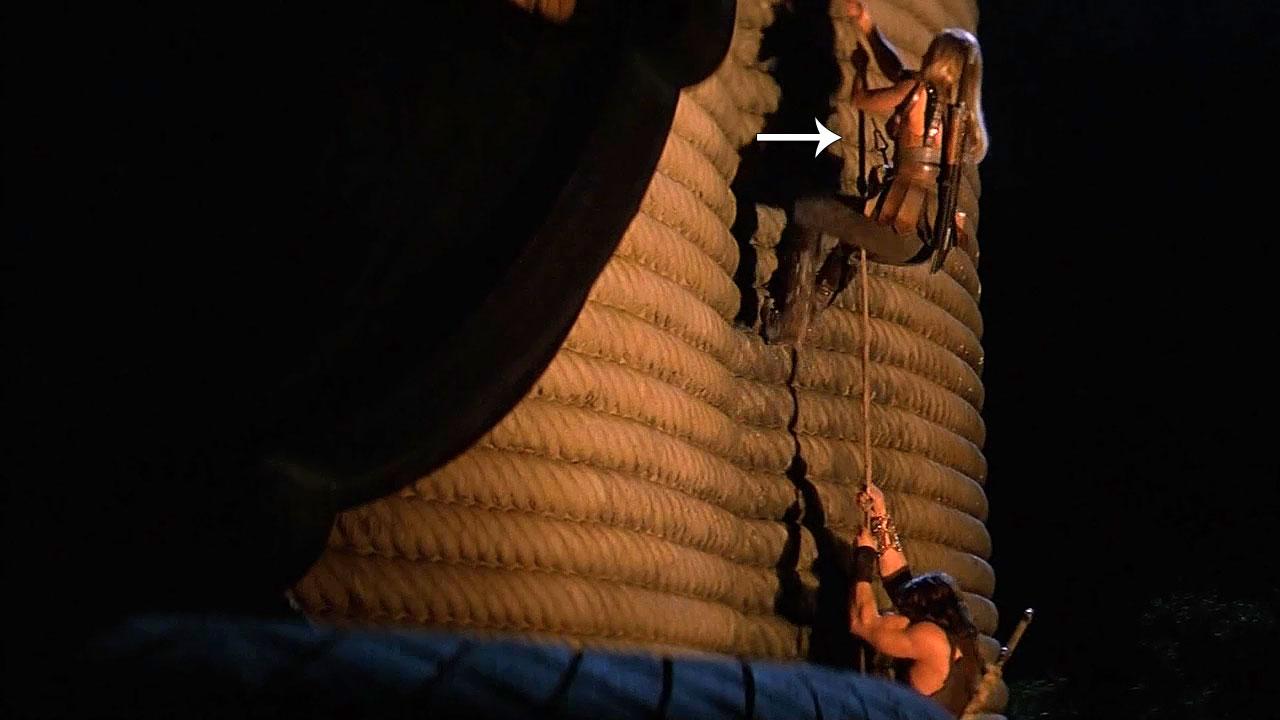 La main de Crom - Les erreurs dans le film Tour01