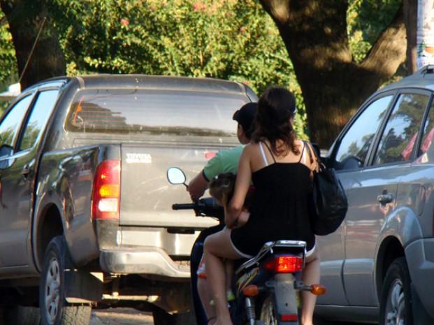 Consecuencias Legales por ir sin el casco puesto... Moto_casco%281%29