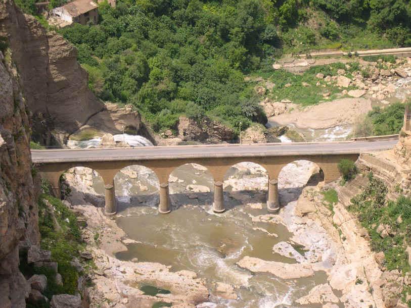 مدينة الجسور المعلقة ...  مدينة قسنطينة ... الجزائر Constantine065