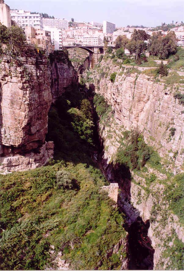 مدينة الجسور المعلقة ...  مدينة قسنطينة ... الجزائر Cne090