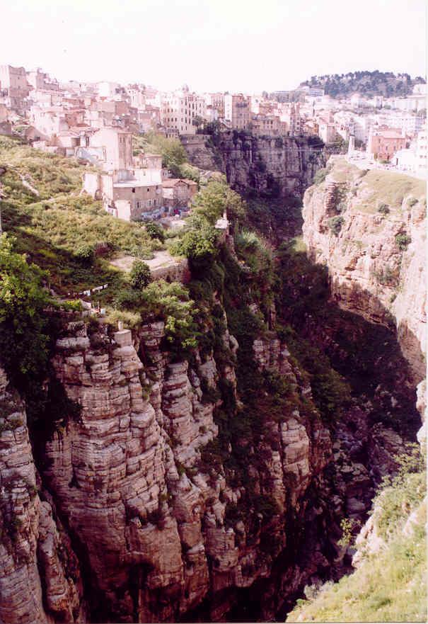 مدينة الجسور المعلقة ...  مدينة قسنطينة ... الجزائر Cne092