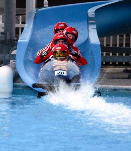 Vive le sport(surtout quand il nous fait rire) - Page 5 Bobsleigh-piscine