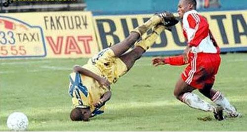 Images/ Vidéos insolites - Page 5 Chute-football