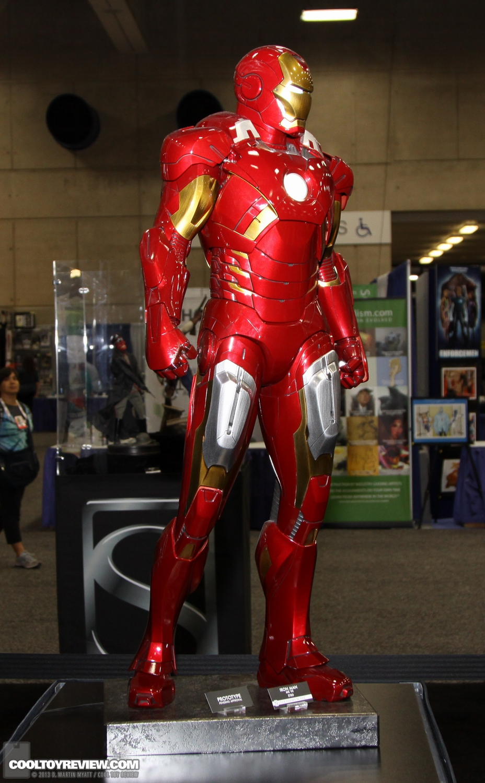 [Sideshow] Iron Man Mark VII - Legendary Scale figure - LANÇADO!!! SDCC_2013_Sideshow_Collectibles_Saturday-010