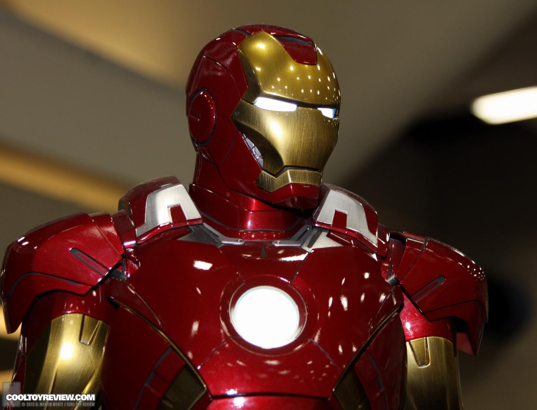 [Sideshow] Iron Man Mark VII - Legendary Scale figure - LANÇADO!!! SDCC_2013_Sideshow_Collectibles_Saturday-013